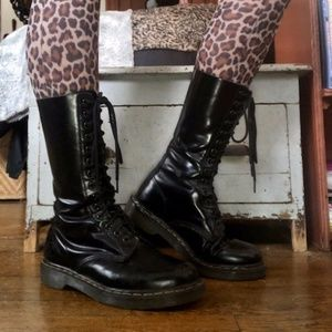 DR. MARTENS 14 EYE BLACK LEATHER BOOT! SZ W9